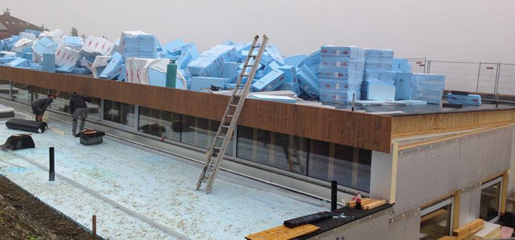 Il tetto del supermercato pronto per la posa dei pannelli isolanti in XPS